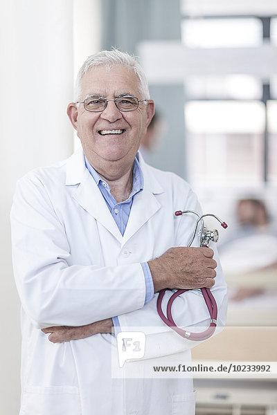 Porträt des selbstbewussten Arztes