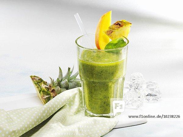 Spinat-Smoothie mit exotischen Früchten