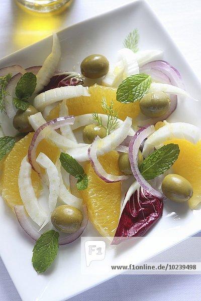 Fenchel-Orangen-Salat mit roten Zwiebeln und Minze (Sizilien)