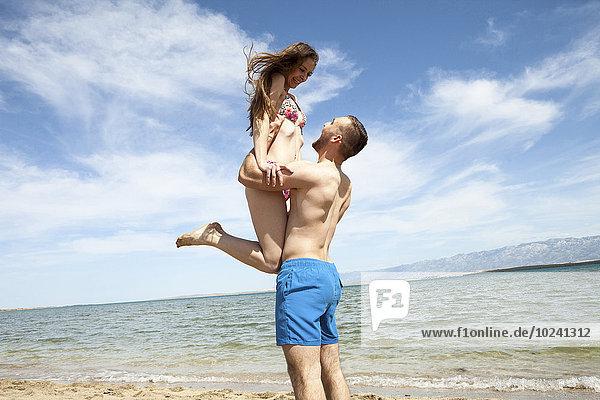Fröhlichkeit Strand bizarr jung