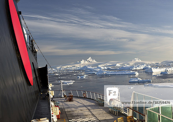 Kreuzfahrtschiff in der Antarktis