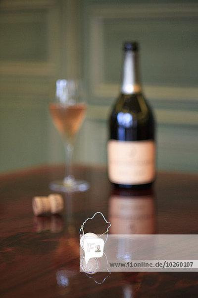 Holztisch,Glas,Wein,Flasche