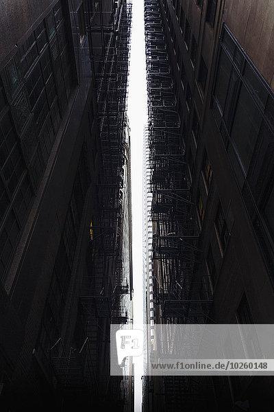 Niederwinkelansicht von Gebäuden