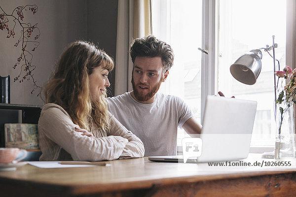 Interior,zu Hause,Notebook,jung,Tisch,Diskussion