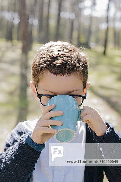 Junge - Person,Wald,Close-up,trinken,Kaffee