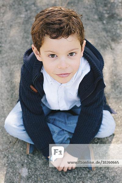 hoch,oben,sitzend,Portrait,Junge - Person,Straße,Winkel