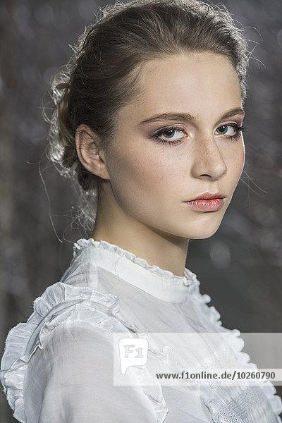 Seitenansicht Portrait der schönen jungen Frau