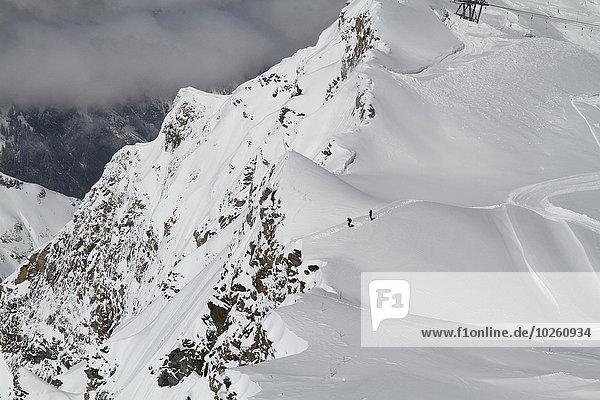 Hochwinkelansicht des schneebedeckten Berges