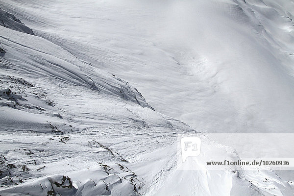 Hochwinkelansicht der schneebedeckten Berge
