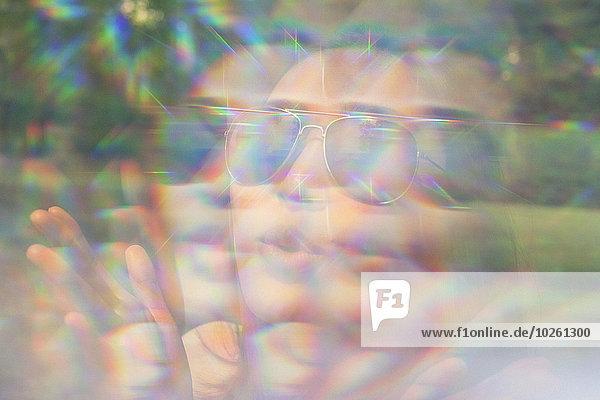 Spiegelung der Frau auf großer Blase