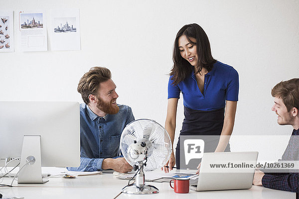 Schreibtisch,Kommunikation,Mensch,Büro,Menschen,Business