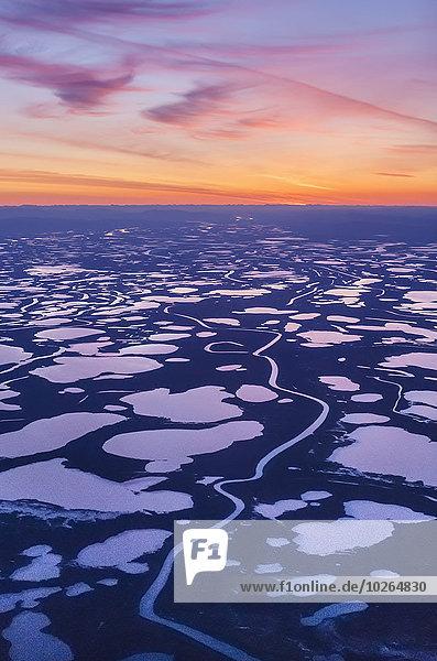 Vereinigte Staaten von Amerika USA Sonnenuntergang über Ansicht Flucht Feuchtgebiet Kotzebue Alaska Luftbild Fernsehantenne Wildtier