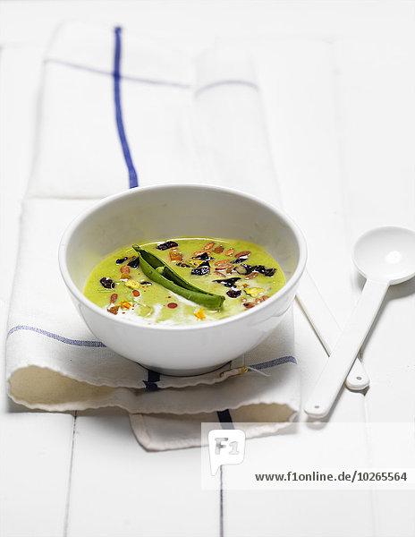 Studioaufnahme weiß Trennung Erbse Holz Suppe