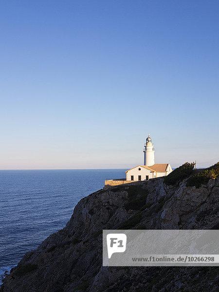 Sonnenuntergang Küste Leuchtturm Balearen Balearische Inseln Mallorca Spanien