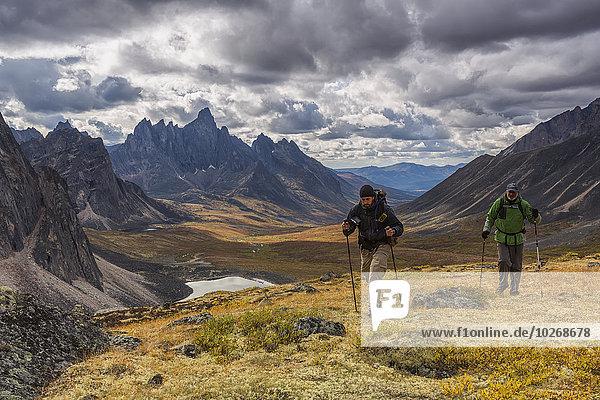 entfernt Berg gehen Tal wandern Herbst vorwärts Grabstein Revierverhalten