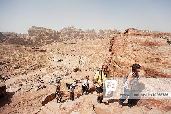 hoch oben Monarchie Katakombe klettern Petra