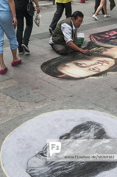 Mann chinesisch Boden Fußboden Fußböden streichen streicht streichend anstreichen anstreichend China Wuhan