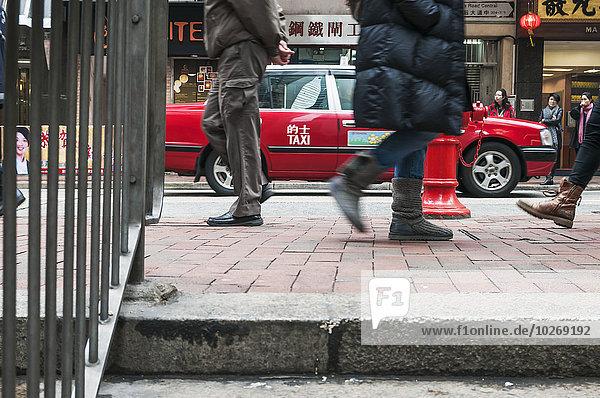 Straße rot Taxi Fußgänger China Hongkong