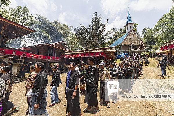 Mensch Menschen Zeremonie Begräbnis sprechen Indonesien Prozession