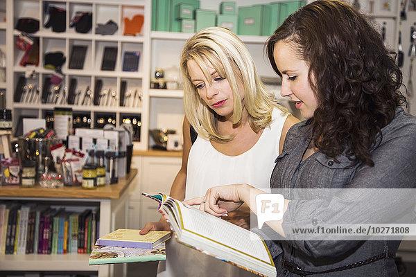 Einkaufszentrum Freundschaft sehen Küche kaufen Laden blättern 2