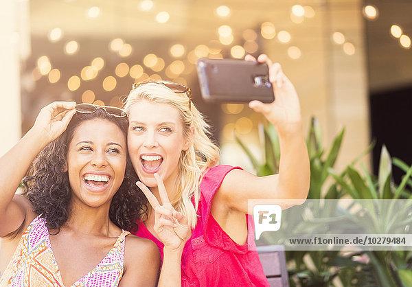 Freundschaft nehmen Cafe Smartphone