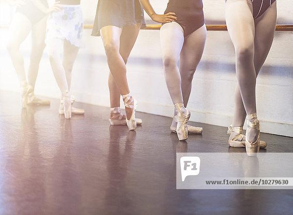 Frau tanzen jung Studioaufnahme