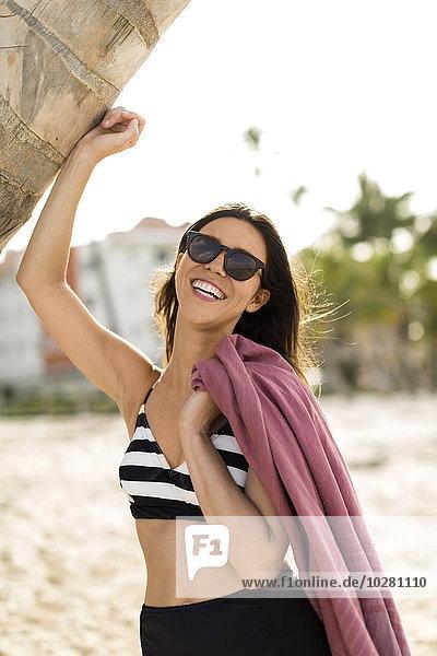 Frau lächeln Strand