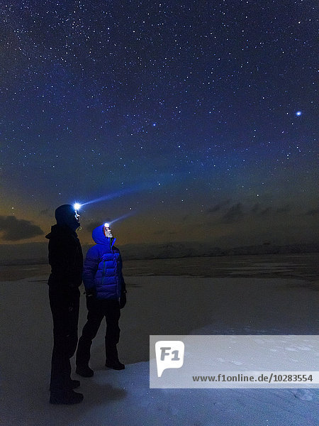 sternförmig Mann sehen Himmel