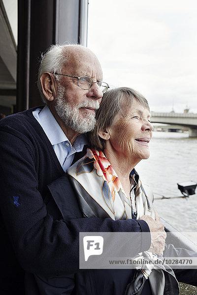 Senior Senioren sehen Fluss
