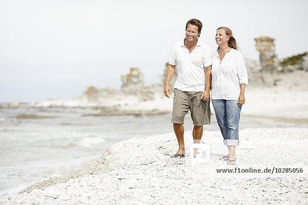 lächeln gehen Strand