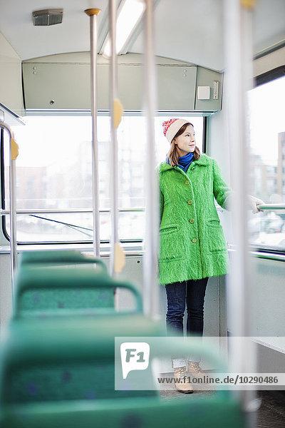 Finnland  Helsinki  Junge Frau stehend in der Straßenbahn