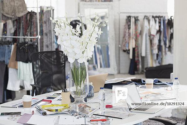 Blumenstrauß  Proofs  Muster und Kleidung im Modedesignbüro