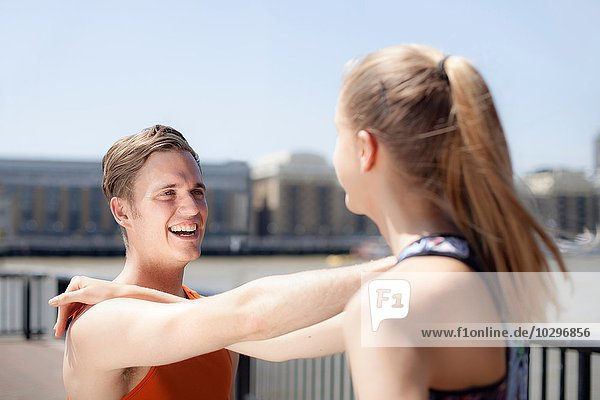 Läufer am Flussufer  Wapping  London