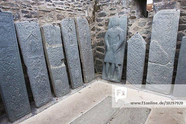 Kilmartin Stones  alte Grabsteine an der Pfarrkirche  Kilmartin  Argyll and Bute  Schottland  Großbritannien  Europa