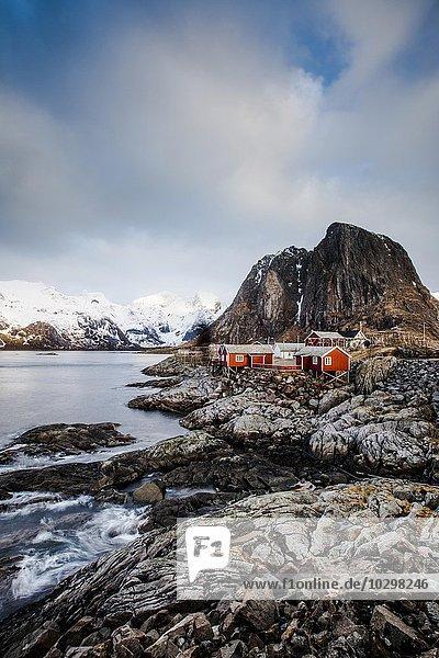 Fischerhäuser  Rorbuer oder Rorbu  Moskenesoya  Reine  Hamnöy  Hamnoy Lofoten  Norwegen  Europa