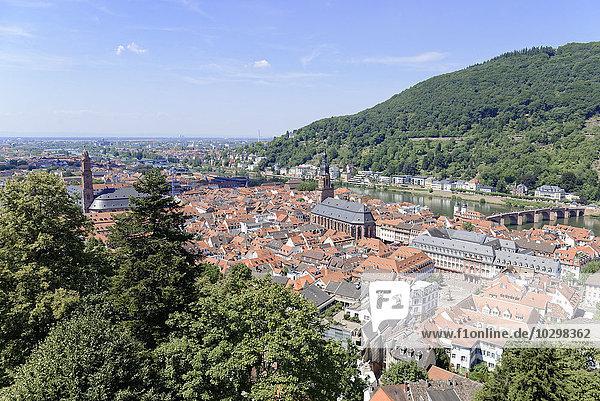 Aussicht auf die Altstadt und den Fluss Neckar  Heidelberg  Baden-Württemberg  Deutschland  Europa