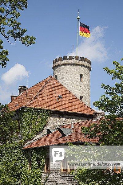 Sparrenburg mit wehender Flagge  Bielefeld  Nordrhein-Westfalen  Deutschland  Europa