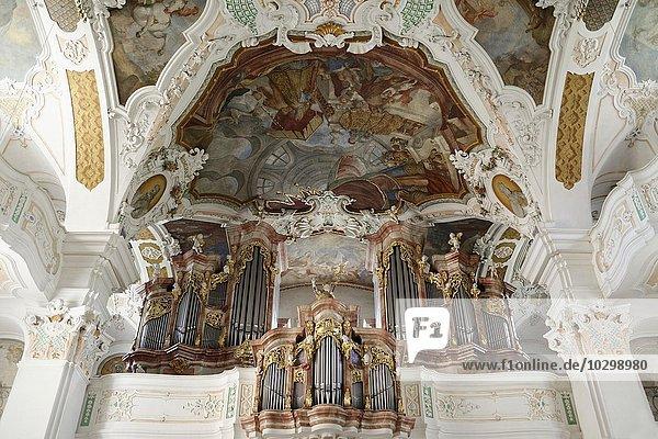 Ausblick auf Orgelempore mit Orgel  Benediktiner-Erzabtei Beuron im Donautal  Beuron  Baden-Württemberg  Deutschland  Europa