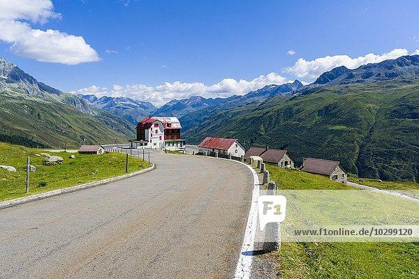 Straße zum Furkapass  Haarnadelkurven  Restaurant Galenstock am Straßenrand  Tiefenbach  Kanton Uri  Schweiz  Europa
