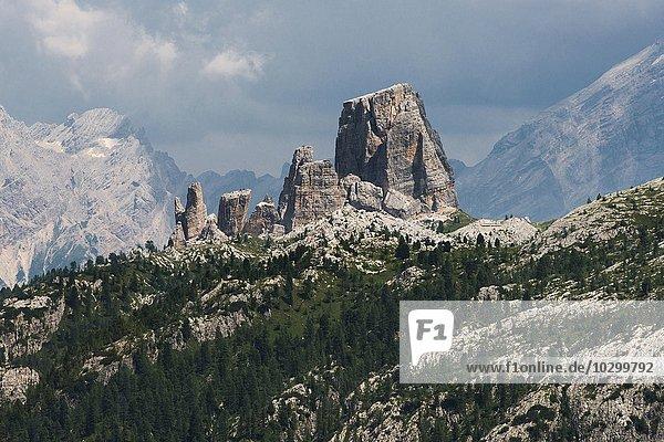 Cinque Torri  Fünf Türme  Kletterfelsen  Dolomiten  Alpen  Provinz Belluno  Region Venetien  Veneto  Italien  Europa