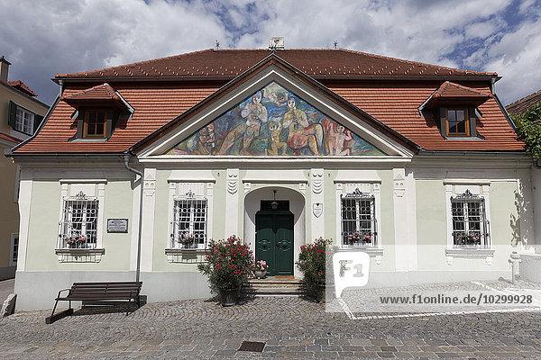 Baderhaus mit klassizistischer Fassade  Dürnstein  Wachau  Waldviertel  Niederösterreich  Österreich  Europa