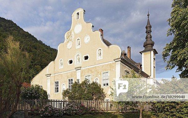 Historischer Erlahof  barocke Giebelfassade  heute Schifffahrtsmuseum  Spitz an der Donau  Wachau  Waldviertel  Niederösterreich  Österreich  Europa