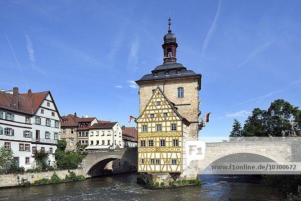 Altes Bamberger Rathaus auf einer Insel in der Regnitz  Bamberg  Oberfranken  Bayern  Deutschland  Europa