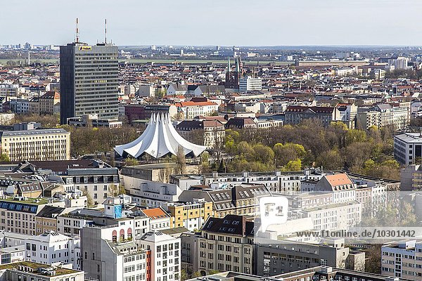 Stadtansicht  Kreuzberg  Tempelhofer Park mit Tempodrom  Berlin  Deutschland  Europa