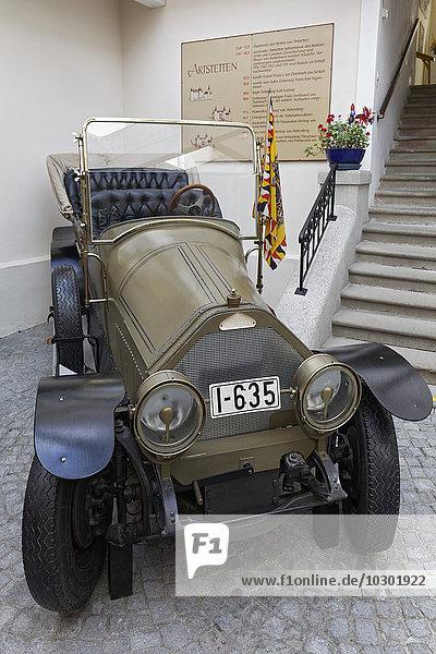 Alter Personenwagen Marke Gräf & Stift  Fahrzeug des Attentats von Sarajewo  Nachbildung  Schloss Artstetten  Artstetten  Niederösterreich  Österreich  Europa