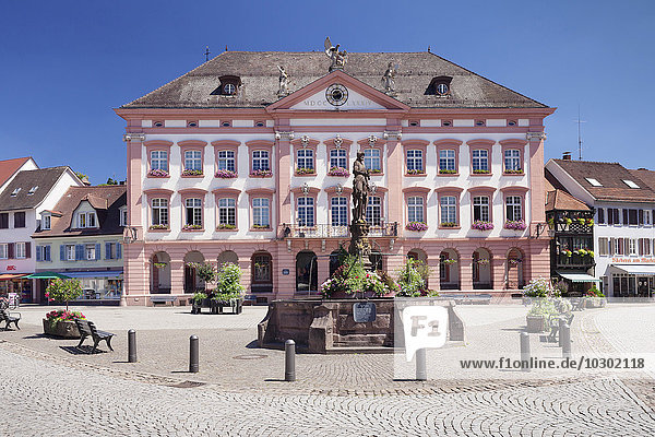 Rathaus  Röhrbrunnen am Marktplatz  Gengenbach  Kinzigtal  Schwarzwald  Baden-Württemberg  Deutschland  Europa
