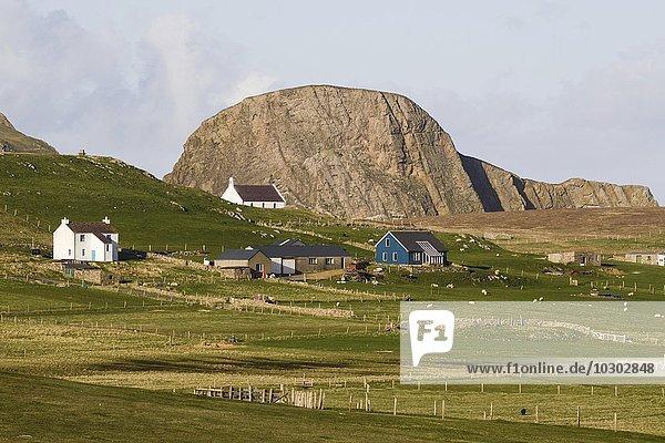 Gebäude auf Fair Isle  Shetlandinseln  Schottland  Großbritannien  Europa