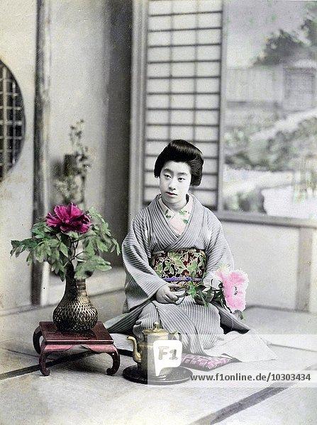 Geisha mit Blume  Japan  Asien