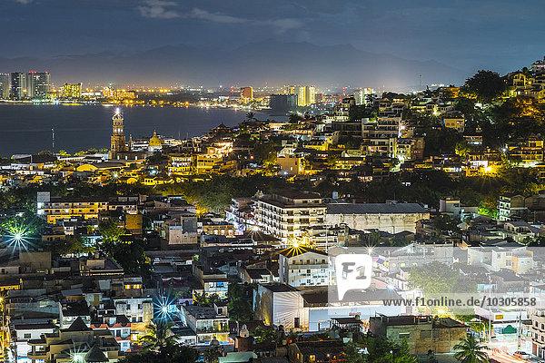 Mexiko  Jalisco  Puerto Vallarta bei Nacht