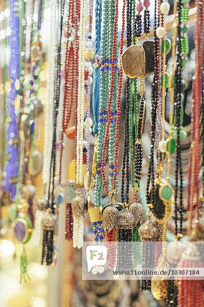 Türkei  Istanbul  Schmuck zu verkaufen am Grand Bazaar